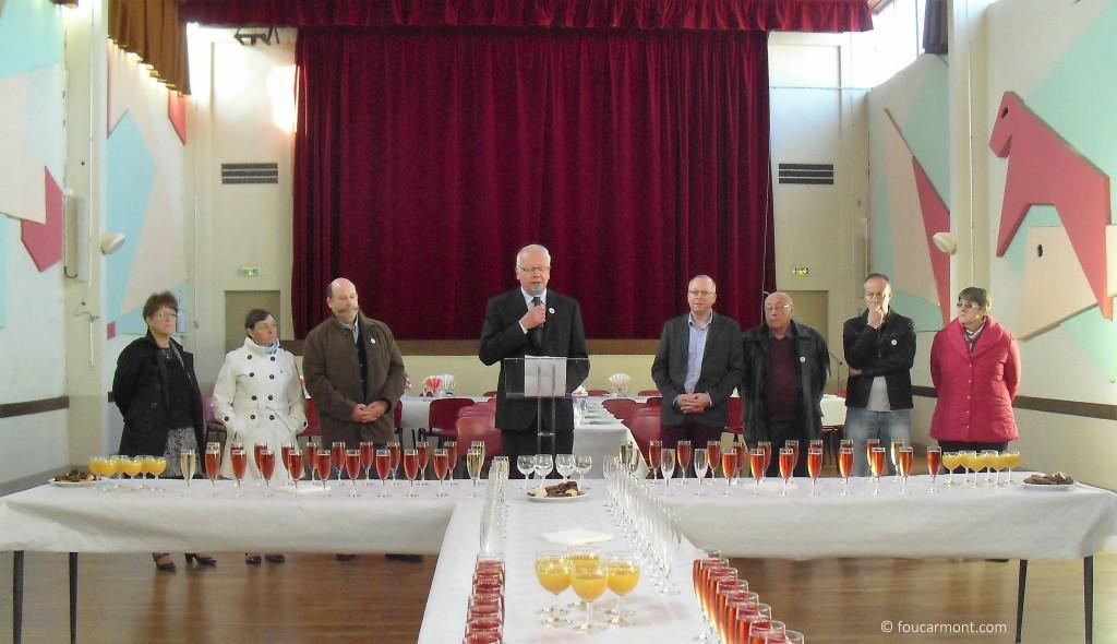 Dominique Vallée, Maire, entouré de ses Adjoints et Conseillers Municpaux